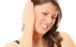 Болит ухо: что делать, как и чем лечить в домашних условиях