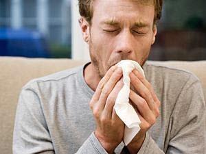 Кашель с кровью при простуде: причины, симптомы и методы лечения