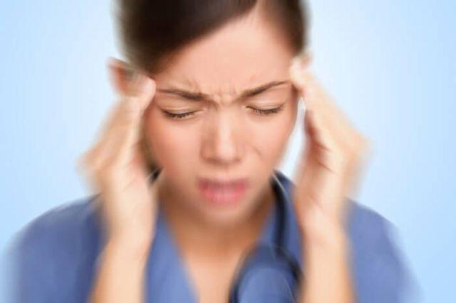 Больно глотать, но горло не болит: что делать, причины и возможные заболевания