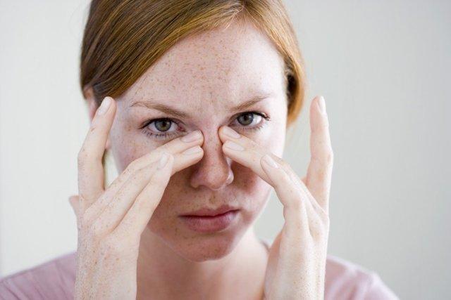 Опухоль в носу и околоносовых пазухах у человека: симптомы и как снять