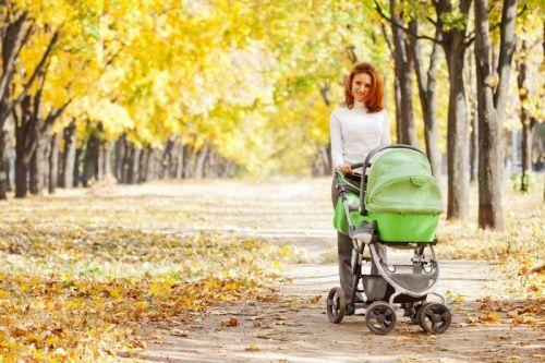 Можно ли гулять с ребенком при насморке: сколько и когда