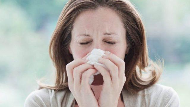 Сопли при гайморите: какого цвета могут быть выделения из носа?