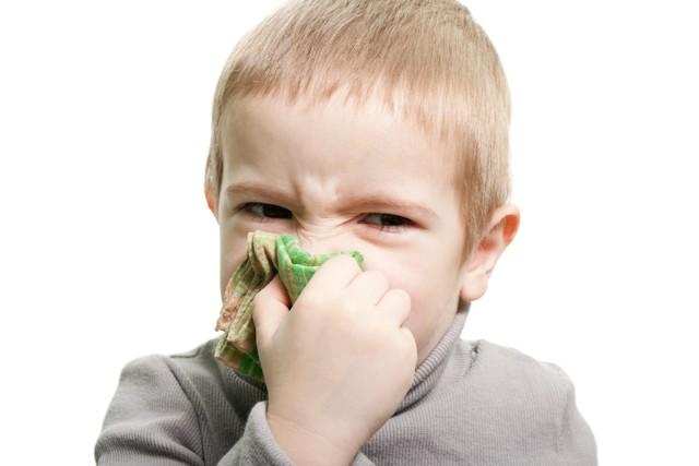 Физраствор от насморка и гайморита: промывание носа в домашних условиях, можно ли