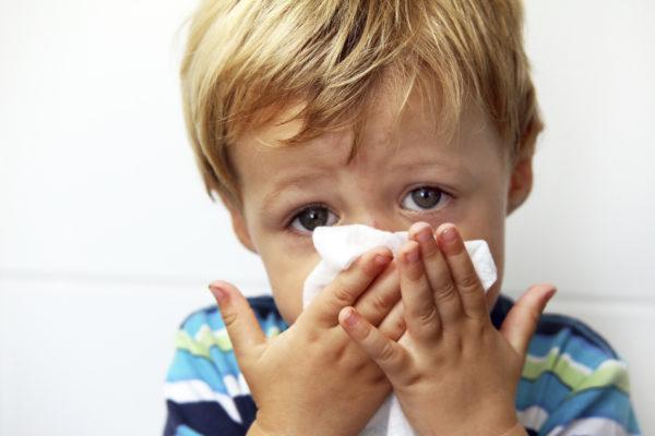 Ребенок говорит в нос, но соплей нет: причины и чем лечить?