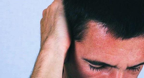 Болит мочка уха при надавливании: почему, причины и лечение