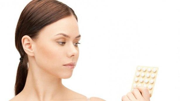 Почему перед месячными болит голова: причины мигрени и тошноты, что делать