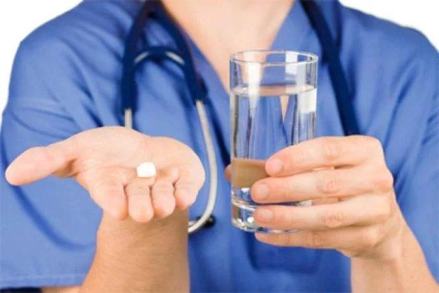 Лечение гастрита с повышенной кислотностью медикаментами: обзор препаратов