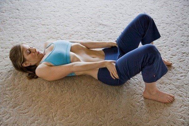 Можно ли делать вакуум живота при месячных: почему нельзя делать упражнение