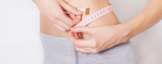 Почему во время месячных увеличивается вес: норма прибавки, как не набирать
